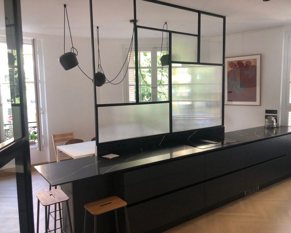 Verrière cuisine avec vitraux variés